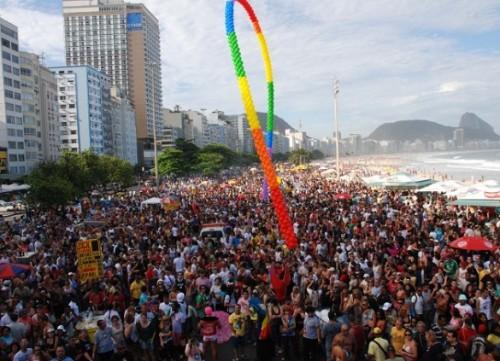 2015-11-12-parada-gay-rio-585x423