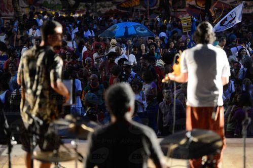 Rio de Janeiro - Público participa do Festival pela Democracia,  do grupo Frente Povo sem Medo, na Cinelândia, com artistas contrários ao impeachment da presidenta Dilma Rousseff e defensores de uma saída à esquerda para a crise  (Fernando Frazão/Agência Brasil)