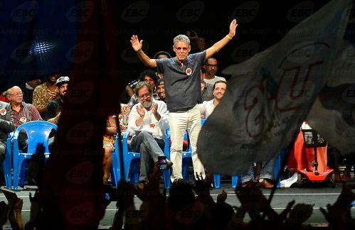 Rio de Janeiro - O cantor Chico Buarque no lançamento do Manifesto Cultura pela Democracia, com artistas e intelectuais posicionados contra o processo de impeachment da presidenta Dilma (Fernando Frazão/Agência Brasil)