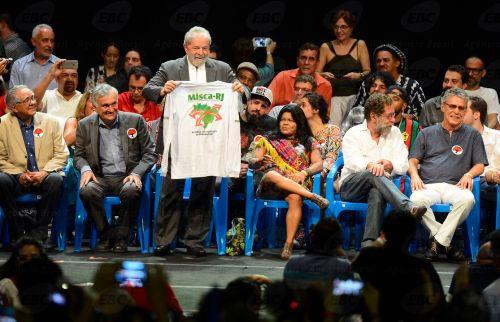 Rio de Janeiro - O ex-presidente Lula no lançamento do Manifesto Cultura pela Democracia, com artistas e intelectuais posicionados contra o processo de impeachment da presidenta Dilma (Fernando Frazão/Agência Brasil)